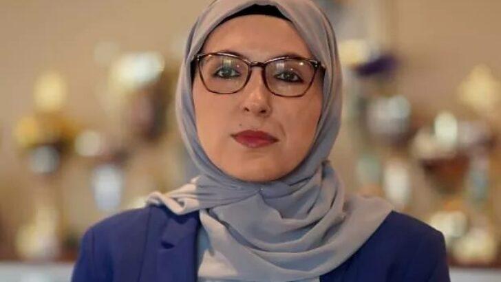 Bosna Hersek'in ilk başörtülü bakanı Naida Hota Muminovic oldu